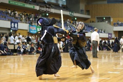 剣道って「メーン」とか自分から攻撃箇所を先に言ってるアホなスポーツだよな?
